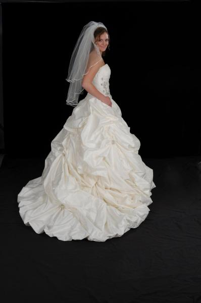 [Image: Lovely bridal gown]